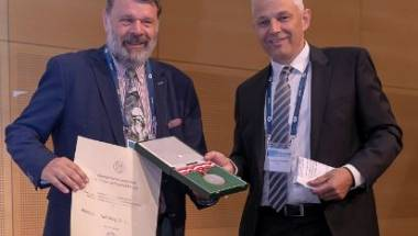 Ehrenmitglied Univ.-Prof. Mag. Dr. Josef Hager ausgezeichnet